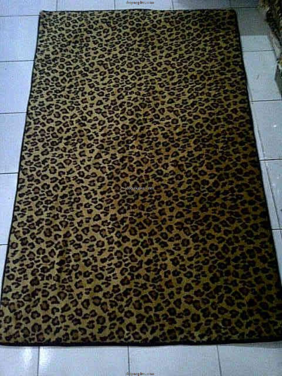 Karpet Bulu Halus Motif Hewan Leopard Coklat