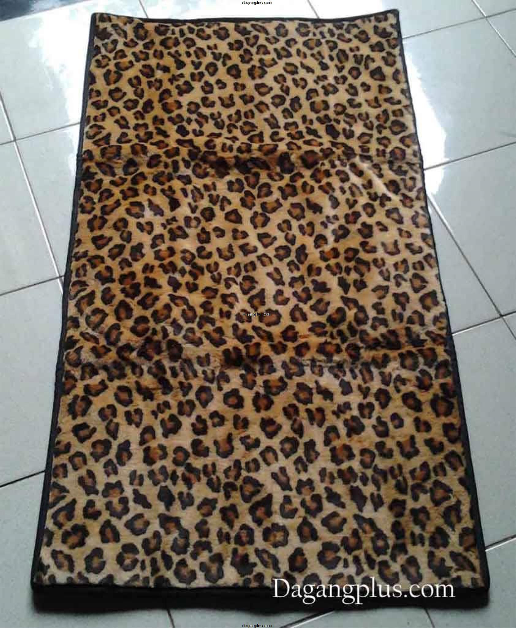 Sajadah Empuk dan Tebal Bulu Halus Motif Leopard Coklat