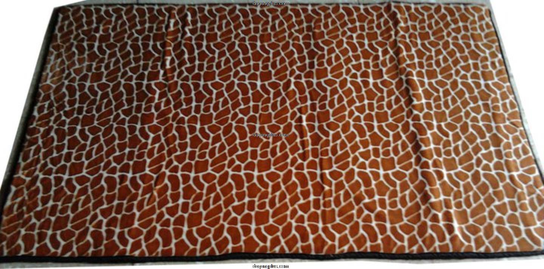 Karpet Bulu Halus Motif Hewan Jerapah