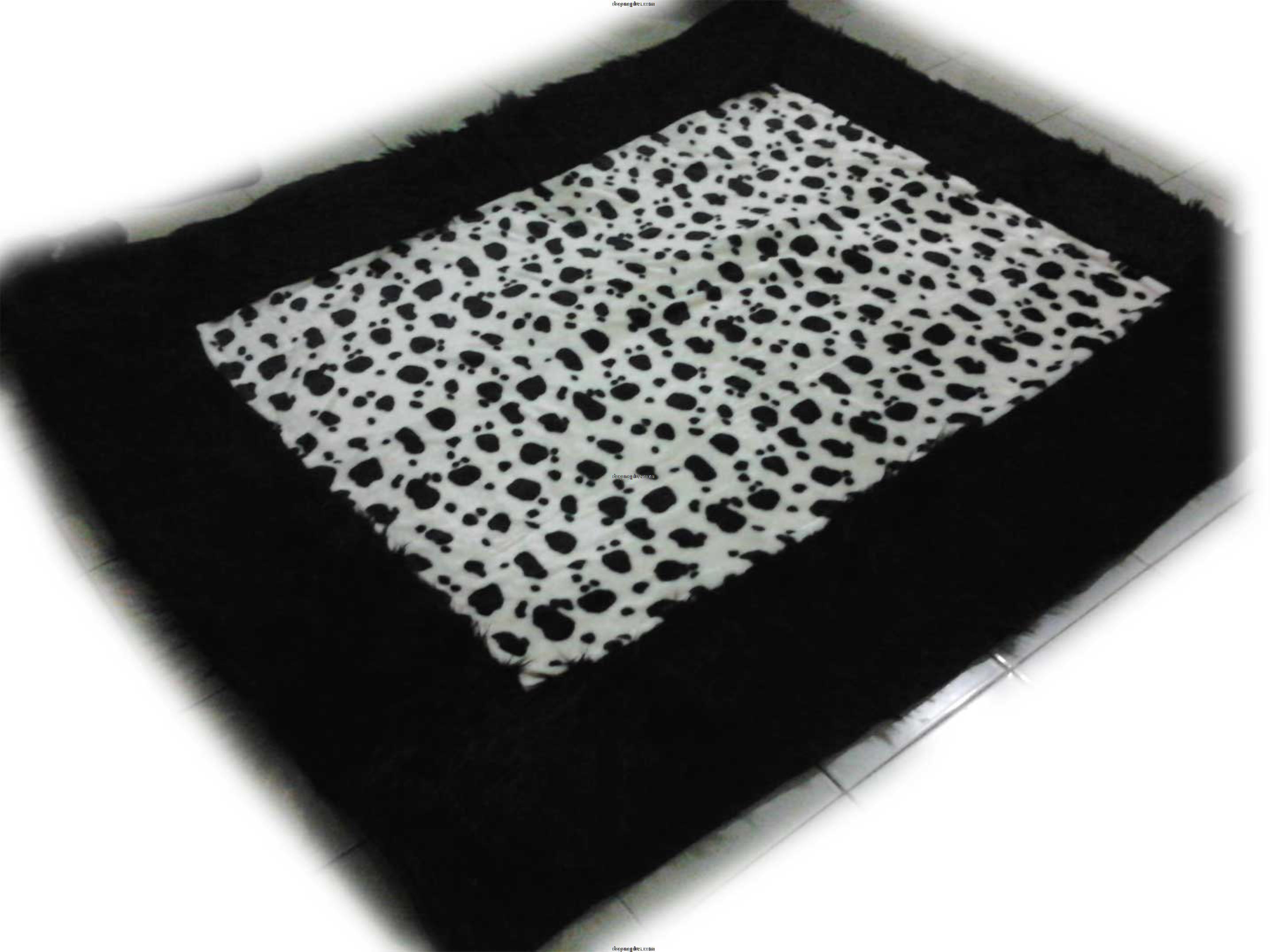 Karpet Bulu Halus Motif Kombinasi Dalmatian