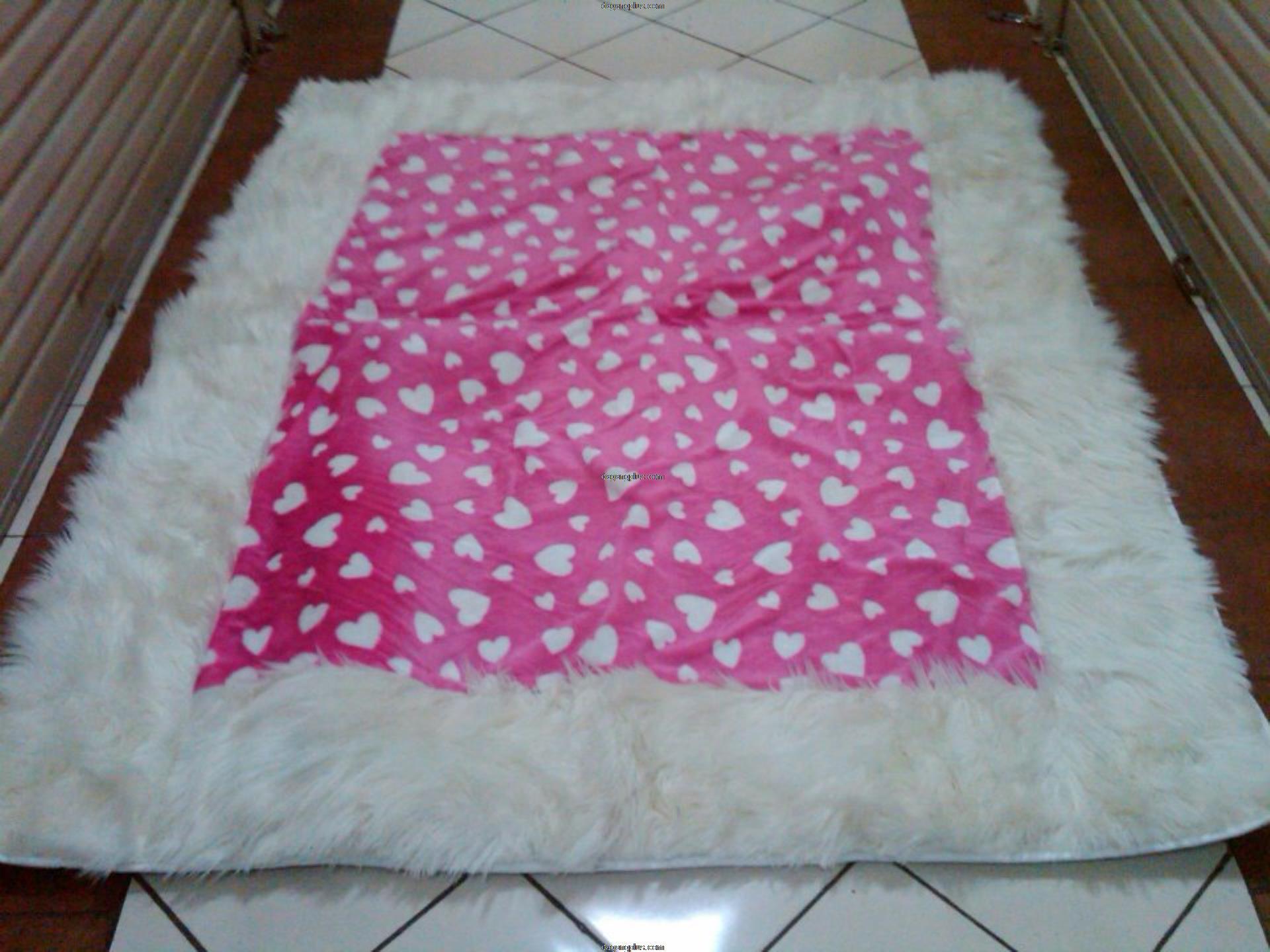 Karpet Bulu Halus Motif Kombinasi Love Pink