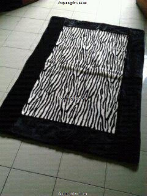 Karpet Bulu Halus Motif Kombinasi Zebra