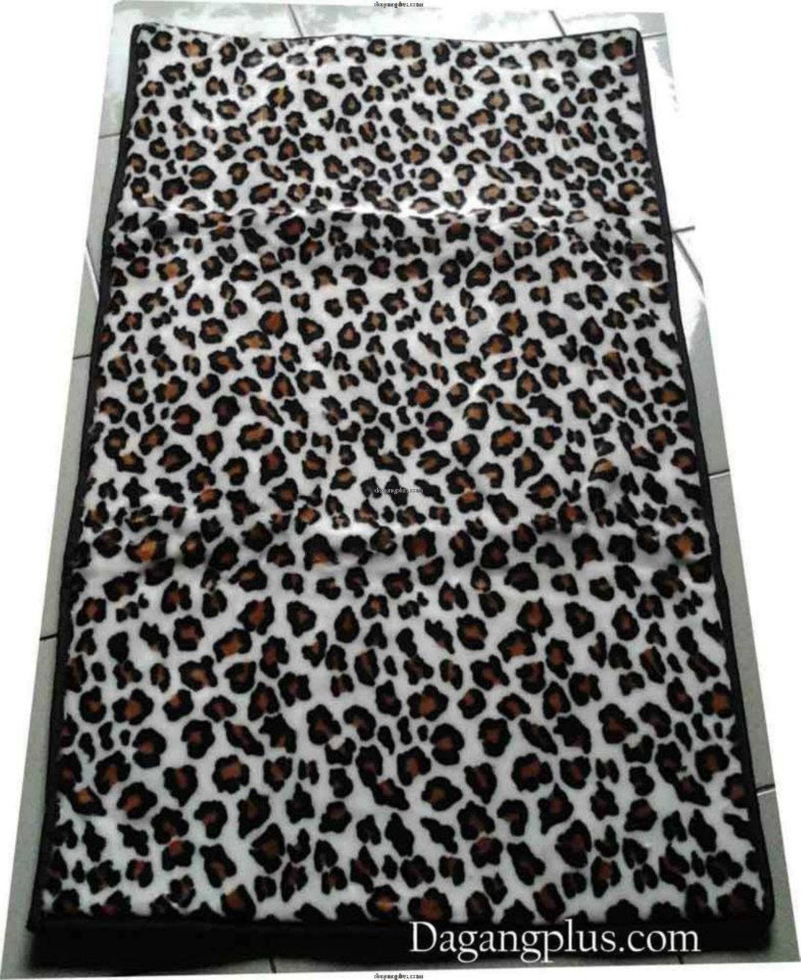 Sajadah Empuk dan Tebal Bulu Halus Motif Leopard Putih