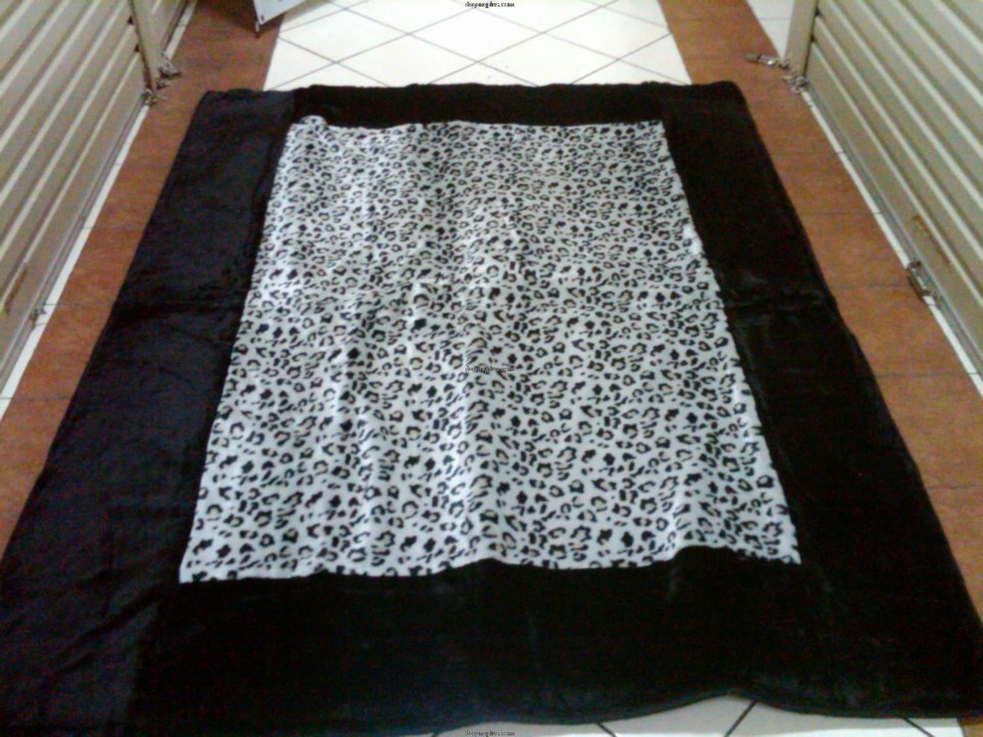 Karpet Bulu Halus Motif Kombinasi Leopard Abu