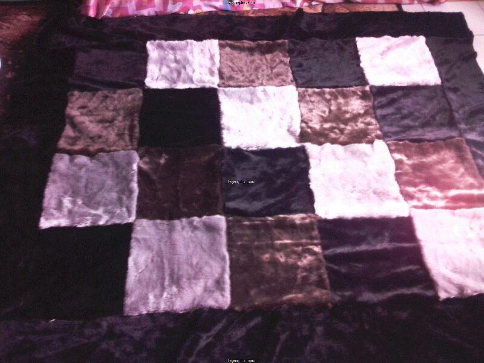 Karpet Bulu Halus Motif Kombinasi Putih, Coklat, Abu, Hitam